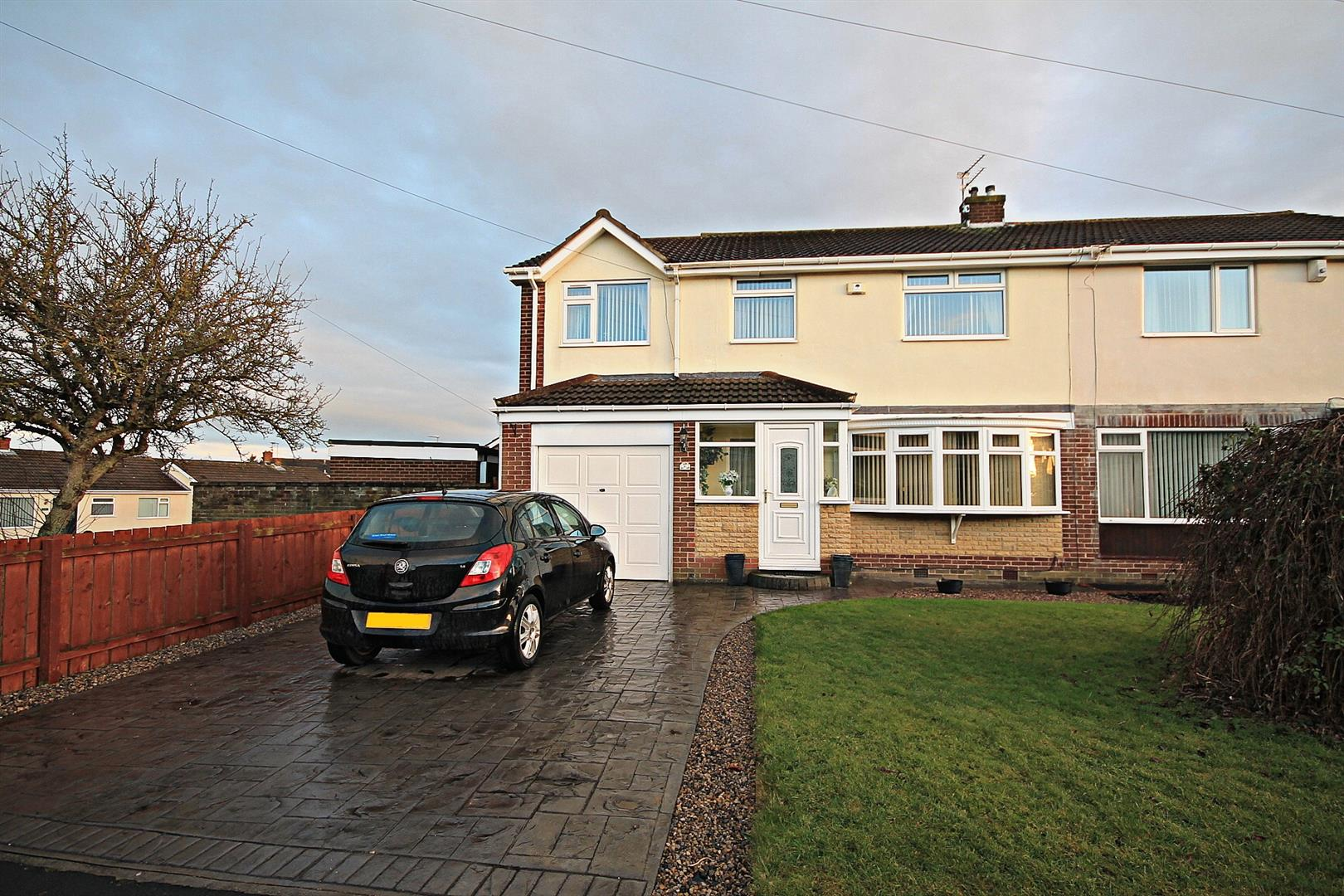 4 Bedrooms Semi Detached House for sale in Brackendale Road, Belmont, Durham